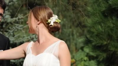 Delikatna muślinowa suknia ślubna