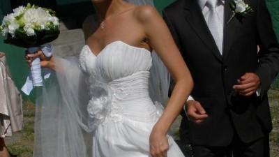 delikatna, zwiewna suknia ślubna