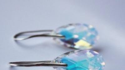 Delikatne srebrne kolczyki z kryształem Swarovski