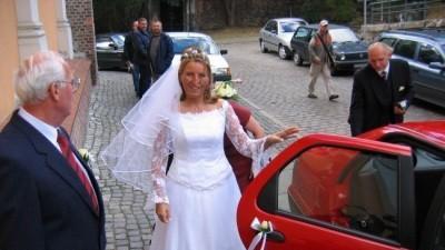 Droga Panno Młoda sprzedam śliczną suknię ślubną