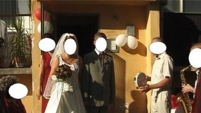 Ecru z bordo - śliczna i tania suknia ślubna