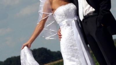 Efektowna suknia slubna