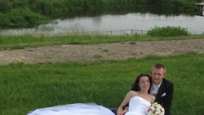 Elegancka białą suknia ślubna bogato zdobiona rozmiar 38
