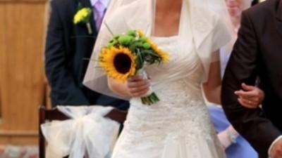 Elegancka i urocza suknia ślubna