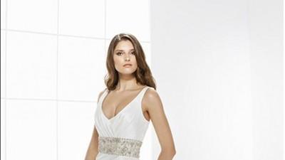 Elegancka suknia ślubna z kryształkami Swarovskiego