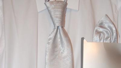 Elegancki musznik, krawat ślubny srebrny