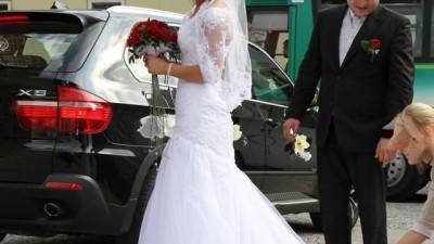 Francuska suknia ślubna San Patrick- francuska koronka,tiul i kamienie Swarovski