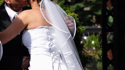 Godna polecenia biała suknia ślubna
