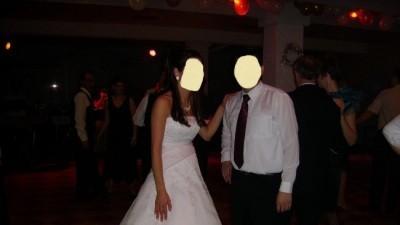 gotowa do slubu, elegancka i klasyczna suknia ślubna 38