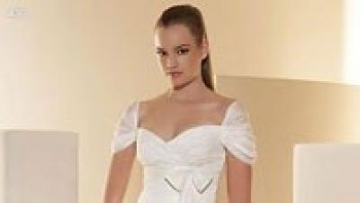 Jednoczęściowa, delikatna, zwiewna, bardzo wygodna oraz niepowtarzaln suknia