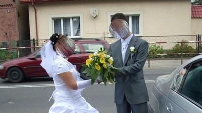 Jednoczęściowa, śliczna suknia ślubna