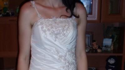 Jednoczęściowa suknia ślubna + dodatki gratis  }}i{{