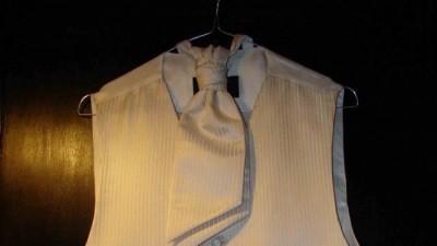 Kamizelka i musznik, Pierre Cardin, ecru, w paski, 150zl