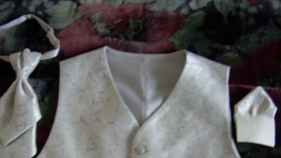 Kamizelka ślubna roz.50-52+musznik+wypustka