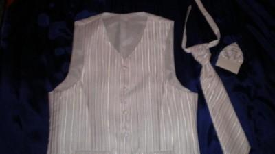 Klasyczna biała kamizelka + musznik + chusteczka