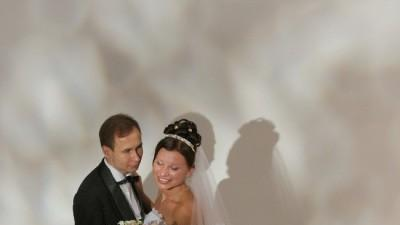 Klasyczna i elegancka suknia ślubna