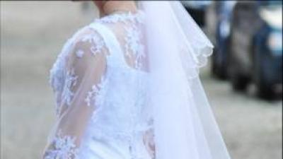 Klasyczna koronkowa suknia ślubna