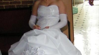 Kobieca i sliczna suknia