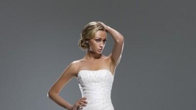 Kobieca i subtelna suknia ślubna Ellis Bridals