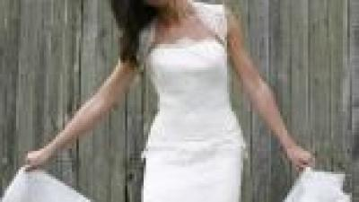 kobieca, koronkowa suknia ślubna z salonu Julia Rosa z Poznania kolekcja 2008
