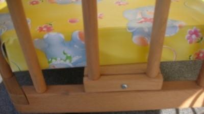 Kojec drewniany z regulowana wysokoscia podlogi