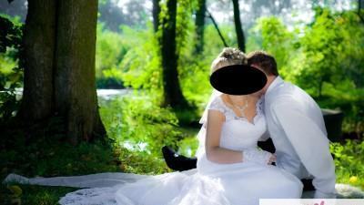 koronkowa sukienka ślubna z trenem