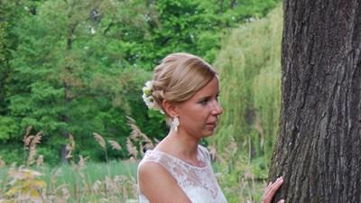 Koronkowa suknia ślubna + biżuteria