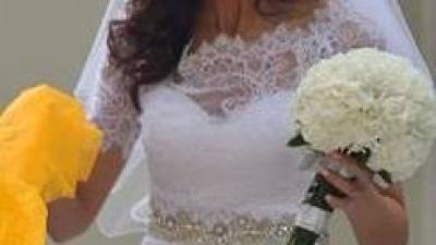 Koronkowa suknia ślubna Lisa Ferrera Demetrios 1443