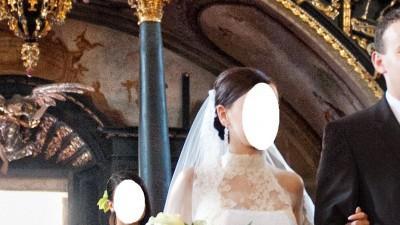 Koronkowa suknia ślubna z golfem, welon gratis
