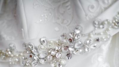 Koronkowa suknia ślubna z trenem rozm. 34