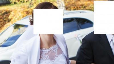 Koronkowa suknia ślubna z welonem i bolerkiem