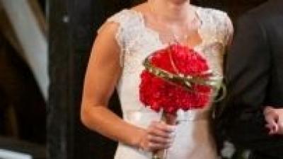 Koronkowa suknia syrenka z trenem