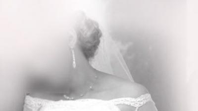 Koronkowa suknia z bolerkiem i welonem