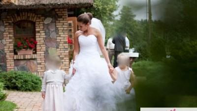 Kręcone kwiaty, przepiękna śnieżnobiała suknia ślubna!
