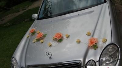 Kwiaty do dekoracji samochodu