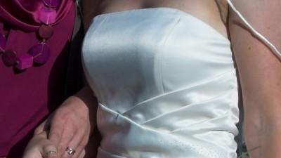 Lekka, stylowa, sexi suknia slubna o kolorze kosci sloniowej (ivory)