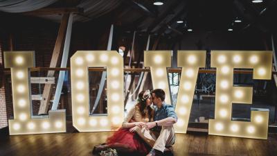 LOVE wynajem, dekoracja sala, wesele, ślub, litery świecące świetlne duże żarówkowe inicjały napisy na ślub