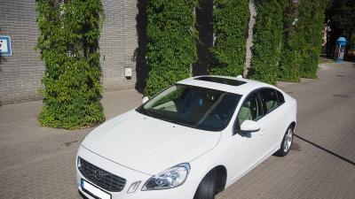 Lśniące Białę Volvo s60 II.
