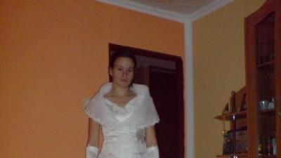 Mam do sprzedania suknie ślubna wraz z rękawiczkami,welonem,narzutką za 200zł