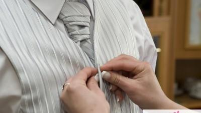 modna i stylowa kamizelka ślubna z musznikiem