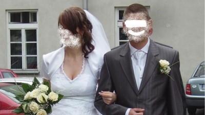 Modna Skromna Suknia Ślubna