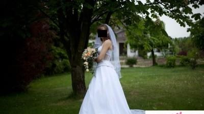 Modna suknia  ślubna z 2009, TANIO