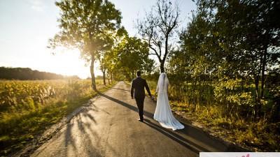 Muślinowa suknia ślubna z trenem 36/38 dekolt w serduszko