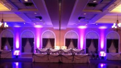 Najmodniejsza w tym sezonie dekoracja sali, kościoła światłami LED