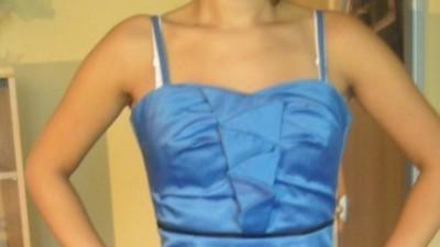 Niebieska sukienka na wesele czy studniówkę