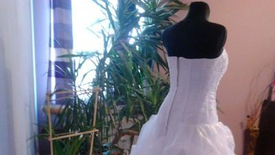 Niesamowita suknia ślubna nowa