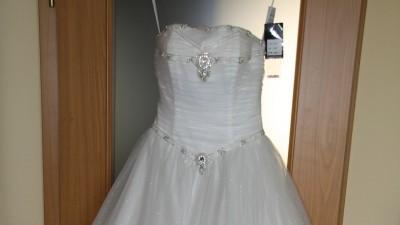 NOWA Piękna suknia PRINCESSA kamienie i brokat