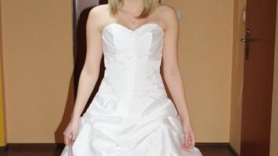 Nowa suknia ślubna z tafty!