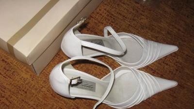 Nowe buciki ślubne dla Calineczki  :)
