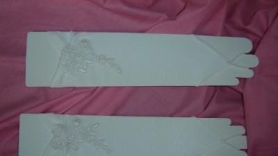 Nowe rękawiczki ślubne